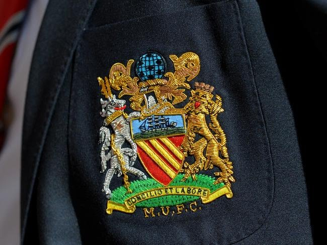 The crest, which resembles the city's coat of arms.