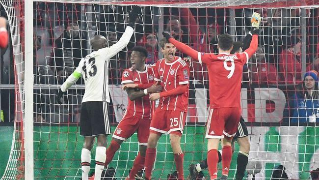 Bayern Munich's midfielder Thomas Mueller (C) celebrates