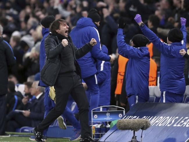 Chelsea manager Antonio Conte celebrates after Willian scored his side's first goal